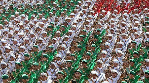 Mezi obrannými projekty íránských vojenských expertů bylo možné uvidět také raketové systémy Qadr F a Sejjil (s dosahem do 2 tisíc kilometrů), systémy Qadr H a Emad (s dosahem do 1,65 tisíc kilometrů), nové letecké bomby Qassed, rakety Qaem, Nasr, Fakour 90, torpéda a mnoho dalšího - Sputnik Česká republika