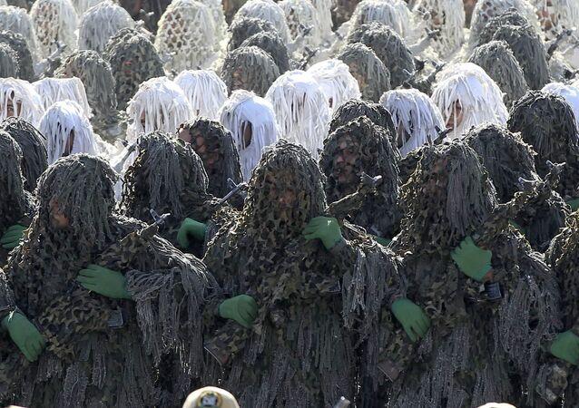 Vojenská přehlídka při příležitosti 36. výročí irácké invaze do Íránu