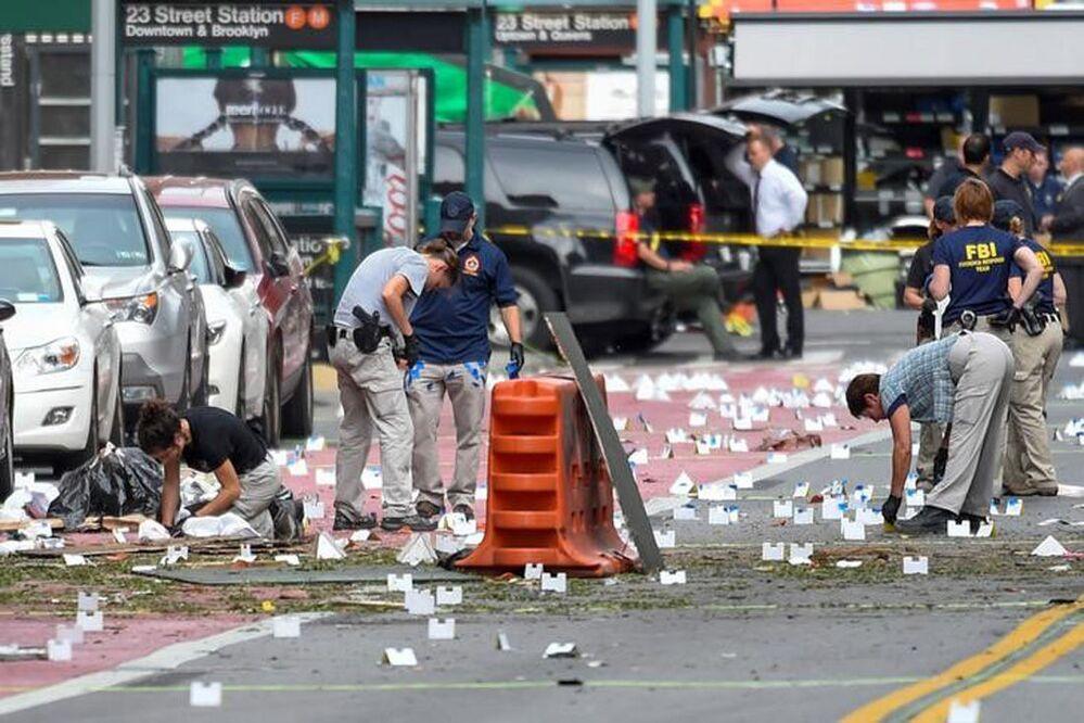 FBI na místě exploze v dolním Manhattanu, USA