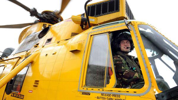 Princ William u řídící páky vrtulníku - Sputnik Česká republika