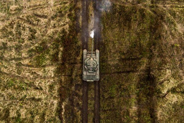 Tank T-72B3 na cvičení tankových jednotek motostřeleckého útvaru Jižního vojenského okruhu na polygonu Molkino v Krasnodarském kraji - Sputnik Česká republika