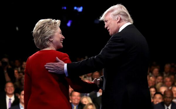 Uchazeči o prezidentský post v USA Hillary Clintonová a Donald Trump během debat v New Yorku - Sputnik Česká republika