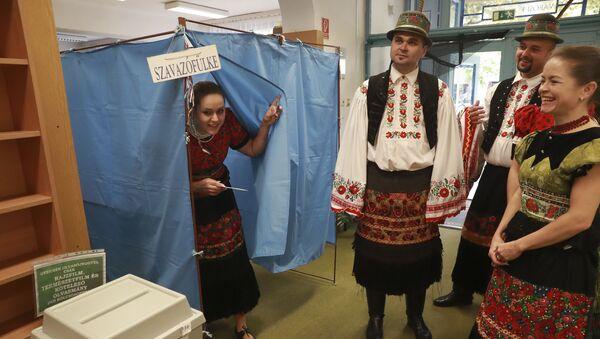 Hlasování na referendu v Maďarsku - Sputnik Česká republika