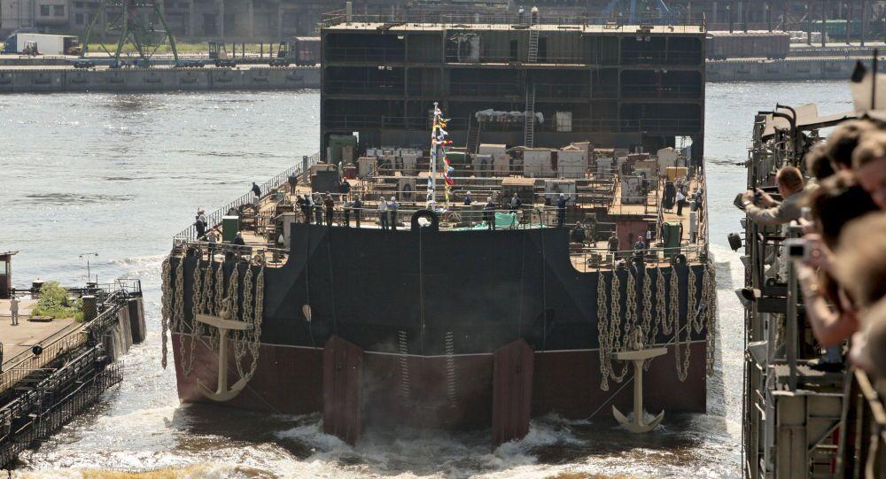 Spuštění na vodu plovoucí atomové elektrárny Akademik Lomonosov