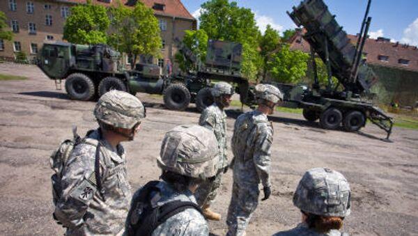 Američtí vojáci kolem komplexu Patriot na základně v Polsku - Sputnik Česká republika