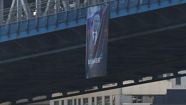 Portrét ruského prezidenta Vladimira Putina na Manhattanském mostě v New Yorku - Sputnik Česká republika
