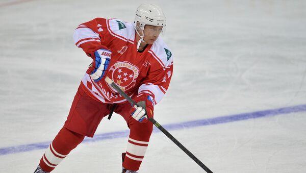 Vladimir Putin se účastní hokejového zápasu - Sputnik Česká republika