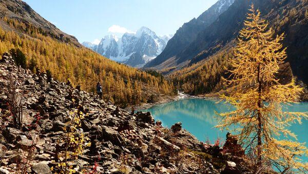 Dolní Švalinské jezero v Koš-Agačském okrese Altajské republiky - Sputnik Česká republika