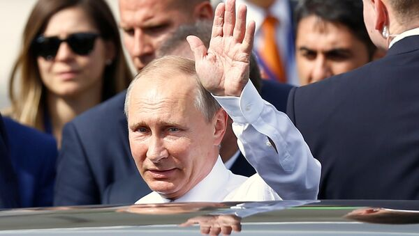 Ruský prezident při příletu na letiště v Istanbulu, 10. října 2016 - Sputnik Česká republika