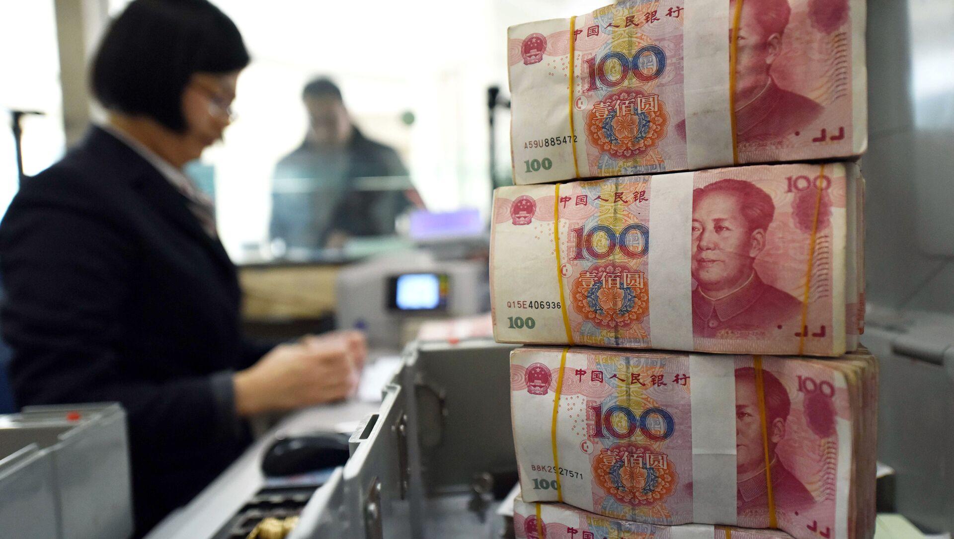 Čínské bankovky v hodnotě 100 jüanů - Sputnik Česká republika, 1920, 28.03.2021