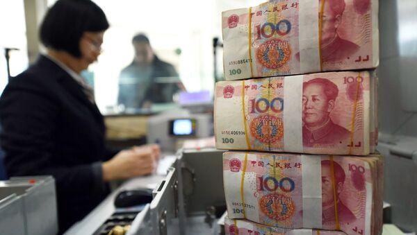 Čínské bankovky v hodnotě 100 jüanů - Sputnik Česká republika