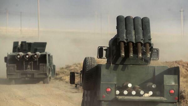 Колонна бронетехники в 45-и километрах от иракского города Мосул - Sputnik Česká republika