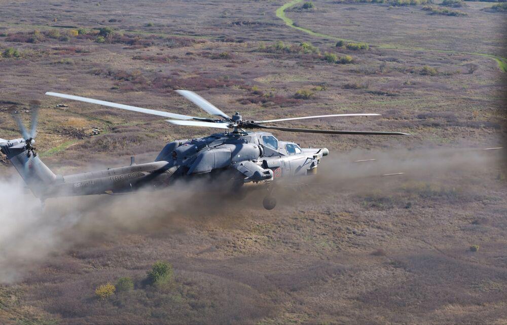 Cvičení vrtulníkového pluku v Krasnodarském kraji