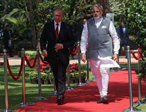 Prezident RF Vladimir Putin a indický premiér Narendra Modi na schůzce v hotelu Tadž Exotik v indickém státě Goa - Sputnik Česká republika