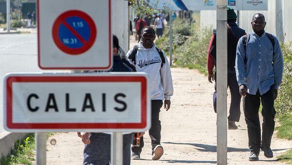 Migranti v Calais - Sputnik Česká republika