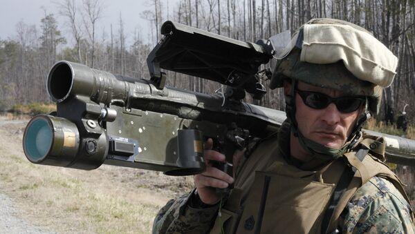 Voják NATO s protileteckou raketou Stinger - Sputnik Česká republika