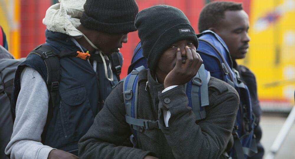 Migranti v táboru Calais