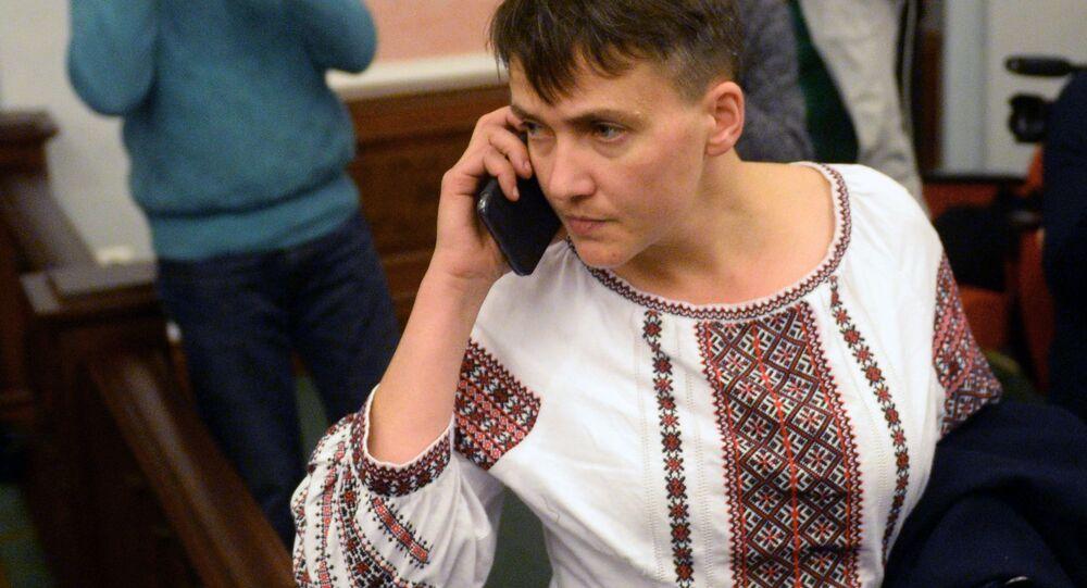 Naděžda Savčenková během jednání u Nejvyššího soudu