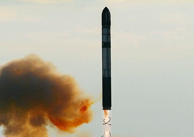 Ruská těžká mezikontinentální balistická raketa RS-28 Sarmat
