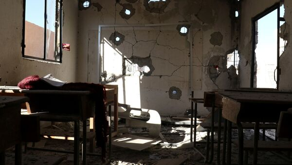 Škola zničená v důsledku útoku - Sputnik Česká republika