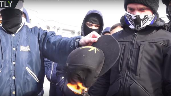 Rvačka během kyjevského pochodu za legalizaci marihuany se dostala na video - Sputnik Česká republika