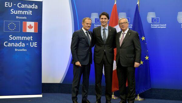 Donald Tusk, Justin Trudeau, Jean-Claude Juncker - Sputnik Česká republika