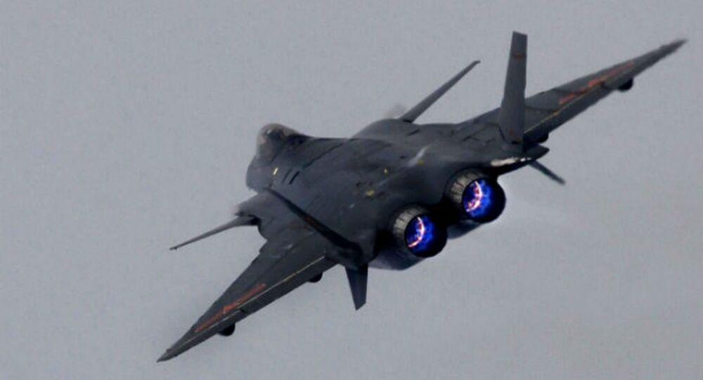 Čínská stíhačka páté generace J-20