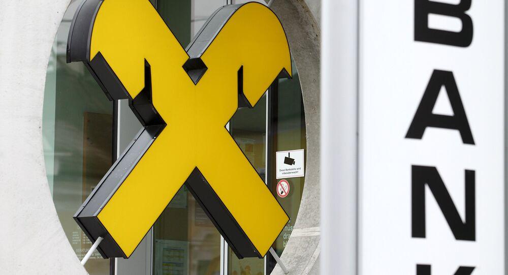 Logo Raiffeisen na kanceláři v Bockfliess v Rakousku
