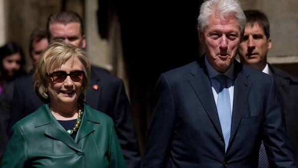 Hillary a Bill Clintonové - Sputnik Česká republika