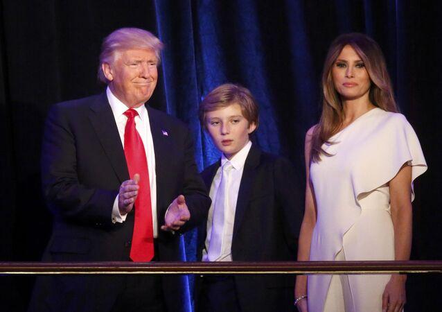 Donald Trump se synem Barronem a manželkou Melanií