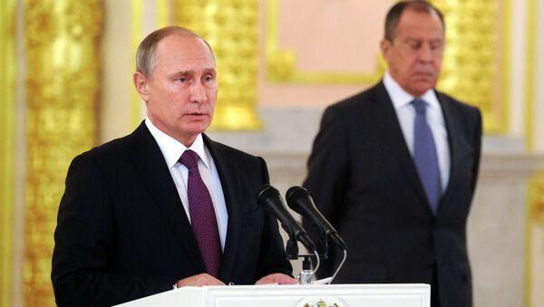 Prezident Ruska Vladimir Putin a ministr zahraničí Sergej Lavrov - Sputnik Česká republika