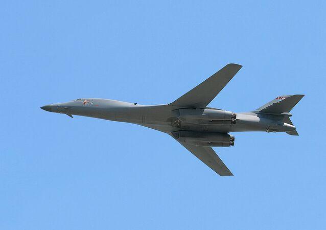 Nadzvukový bombardér B-B Lancer