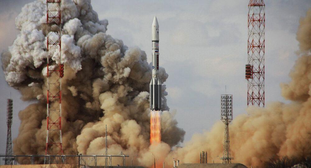 Start nosné rakety Proton-M