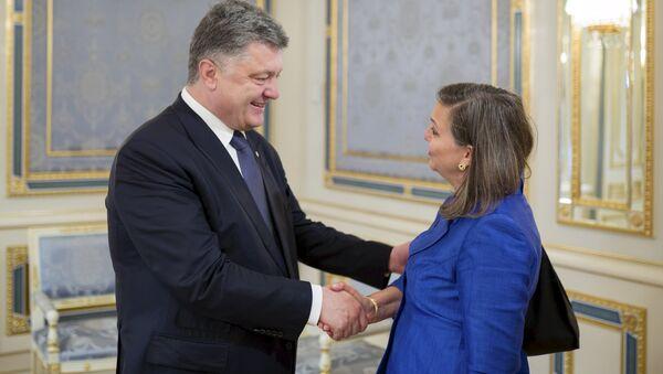 Petro Porošenko a Victoria Nulandová - Sputnik Česká republika