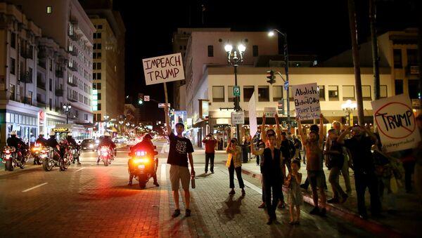 Protesty v San Diegu proti zvolení Donalda Trumpa, listopad 2016. - Sputnik Česká republika
