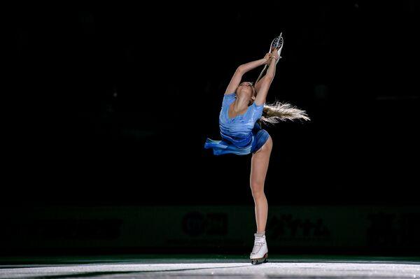 Jelena Radionovová (Rusko), která obsadila druhé místo v krasobruslení žen, během volné jízdy v 3. etapě Grand Prix v Moskvě - Sputnik Česká republika