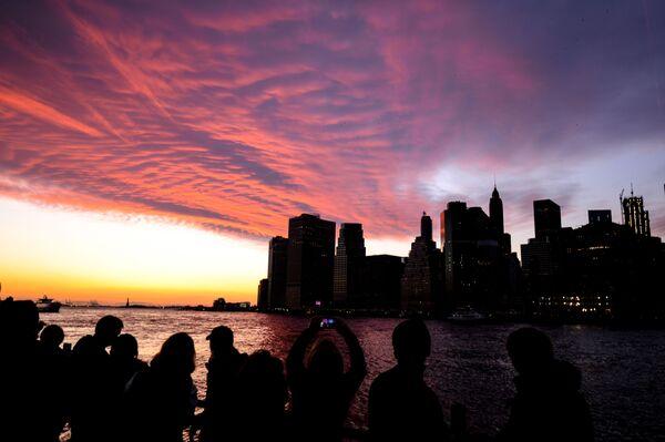 Pohled na Manhattan ze strany Brooklynu v New Yorku - Sputnik Česká republika
