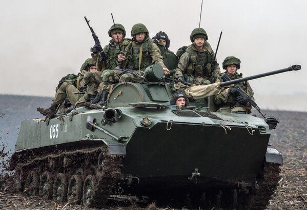 Ve dnech 2-15. listopadu se u Bělehradu koná společné cvičení speciálních jednotek výsadkářů z Ruska, Běloruska a Srbska Slovanské bratrství 2016 - Sputnik Česká republika