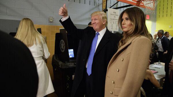Donald Trump a jeho manželka Melania po volbách v New Yorku - Sputnik Česká republika