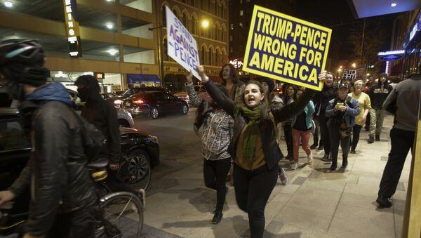 Demostrace po zvolení prezidenta Donalda Trumpa v Indianapolisu, listopad 2016. - Sputnik Česká republika