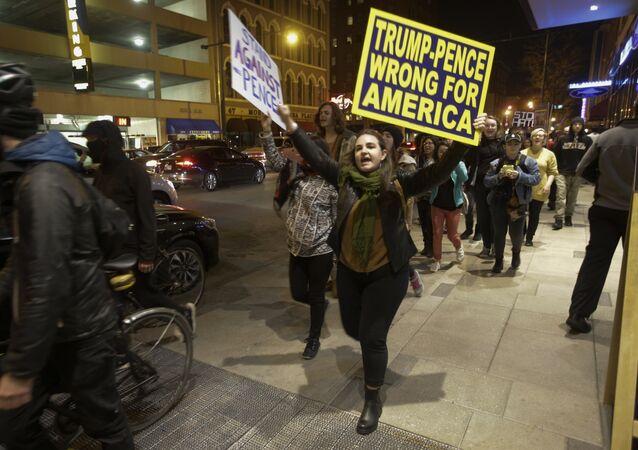 Demostrace po zvolení prezidenta Donalda Trumpa v Indianapolisu, listopad 2016.