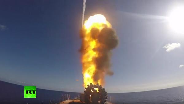 Starty raket Kalibr z fregaty Admirál Grogorovič - Sputnik Česká republika