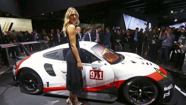 Maria Šarapovová na mezinárodním autosalonu v Los Angeles - Sputnik Česká republika