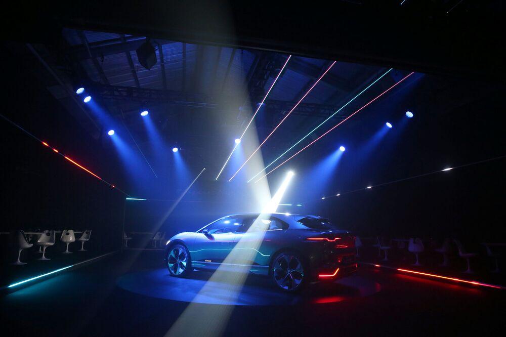 Elektrický terénní vůz Jaguar I-PACE na mezinárodním autosalonu v Los Angeles