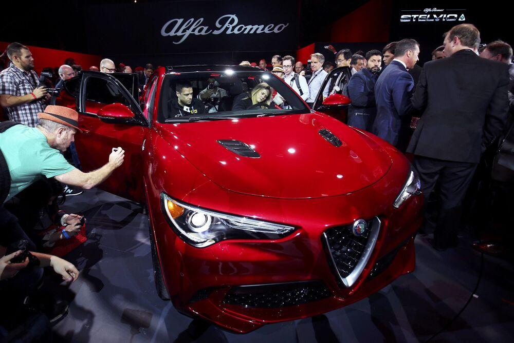 Alfa Romeo Stelvio SUV na mezinárodním autosalonu v Los Angeles
