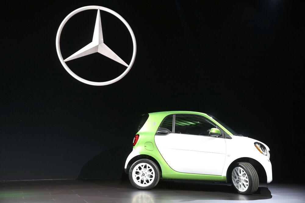Prezentace vozu Smart electric společnosti Mercedes na mezinárodním autosalonu v Los Angeles