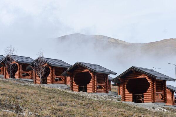 Turistické centrum u vysokohorského jezera Kězěnoj-Am - Sputnik Česká republika