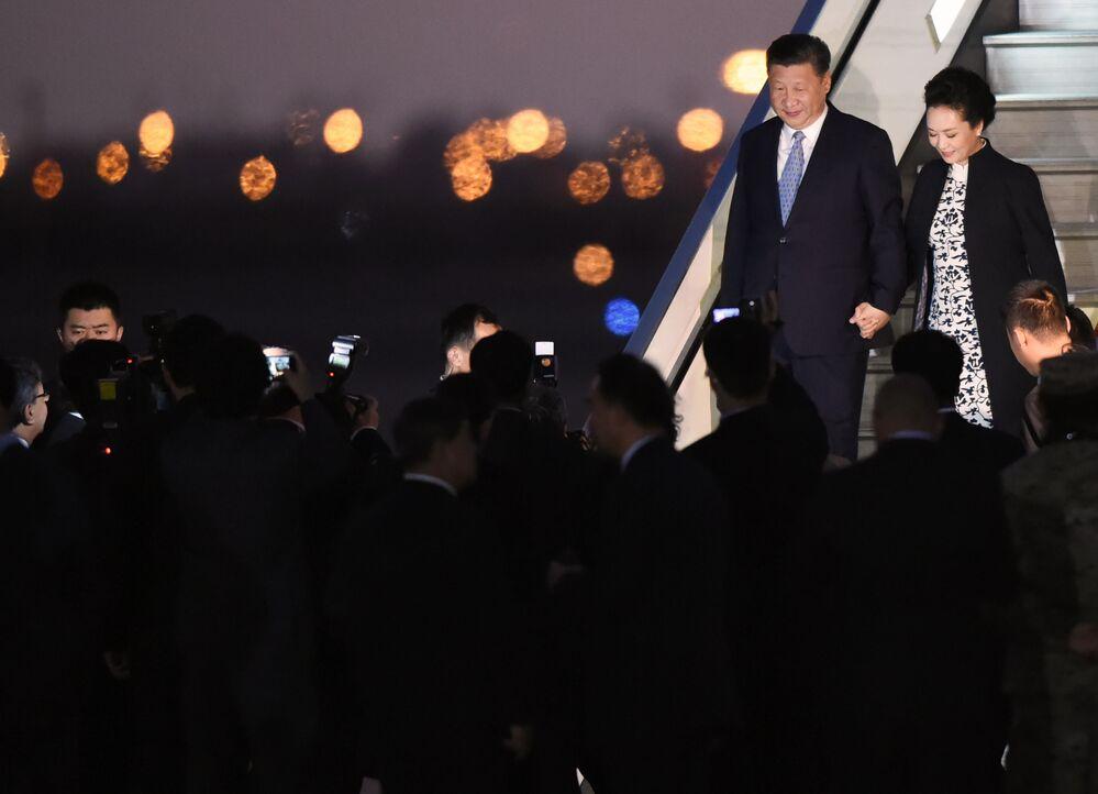 Čínský prezident Si Ťin-pching s manželkou na mezinárodním summitu APEC v Peru