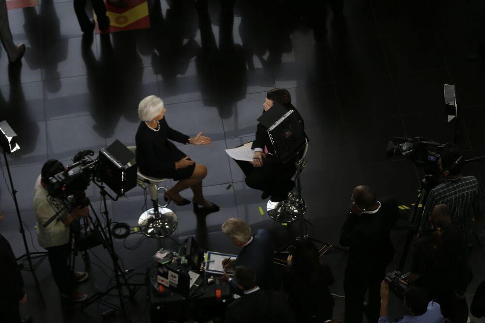 Generální ředitelka Mezinárodního měnového fondu Christine Lagardeová dává interview na mezinárodním summitu APEC v Peru