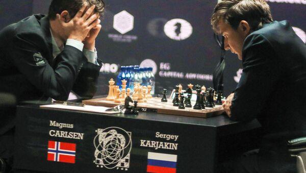 Sergej Karjakin a Magnus Carlsen - Sputnik Česká republika